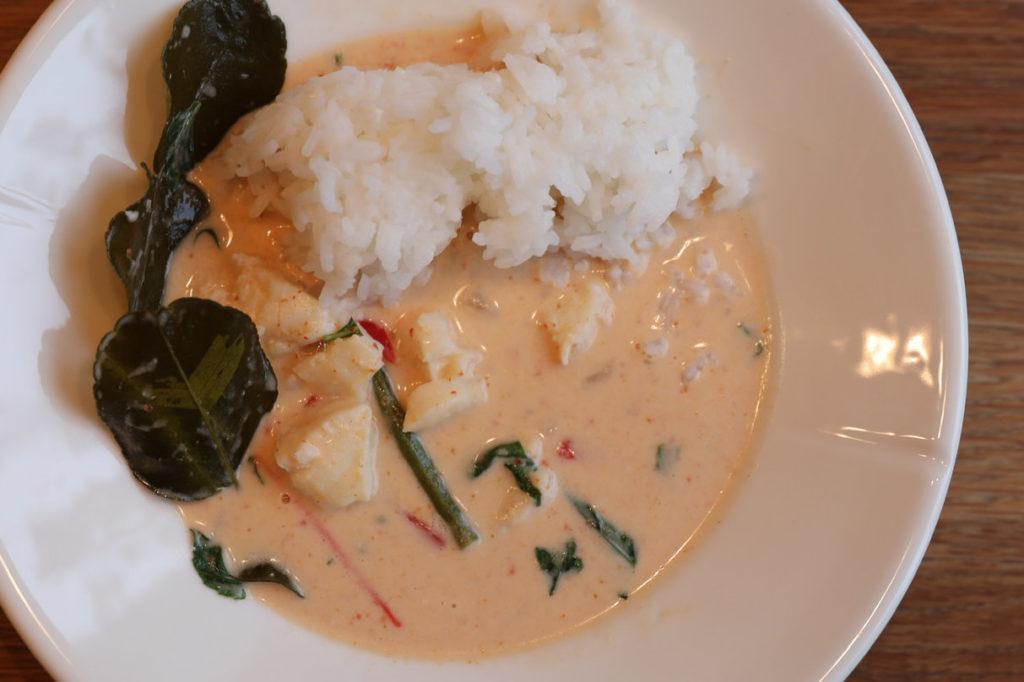 Thai fiskegryte servert på tallerken