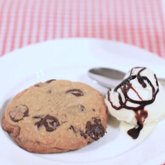 Cookies uten melk kan gjerne serveres med melkefri iskrem og kaffe