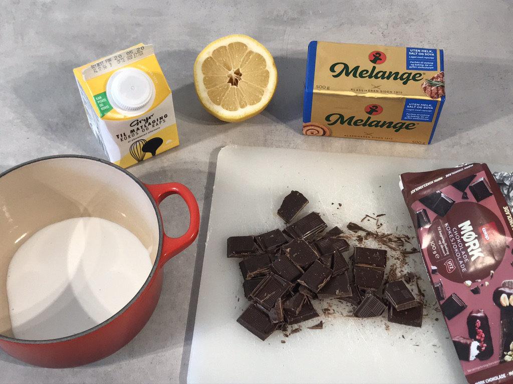 Bilde av ingrediensene til sjokoladefyllet