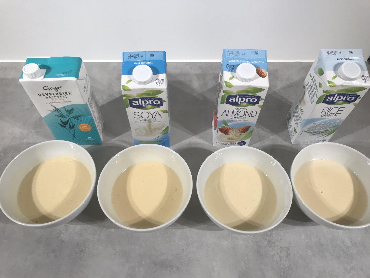 Melkefrie pannekaker kan lages med ulike melkealternativer, som drikk basert på havre, soya, mandel eller ris.