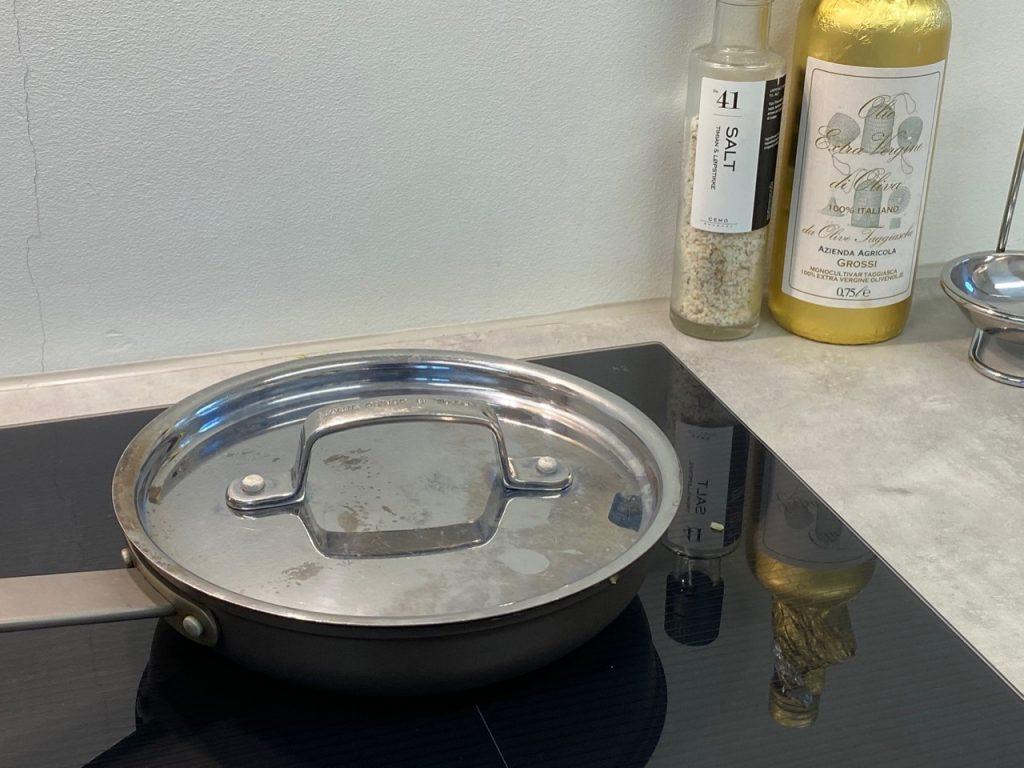 Stek under lokk på svak varme